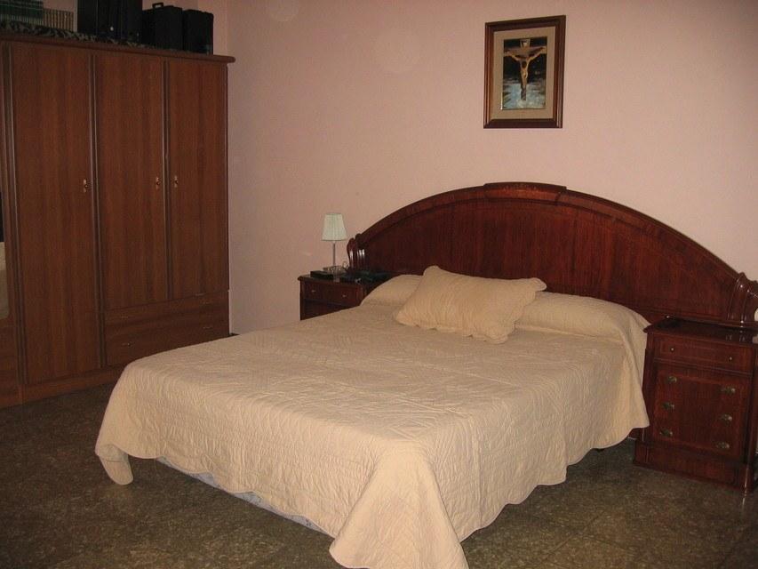Excelente piso con caldera en zona Centro-habitacion 2