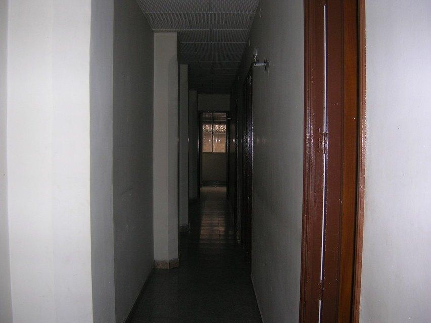 Gran domicilio para reformar en Ensanche-pasillo