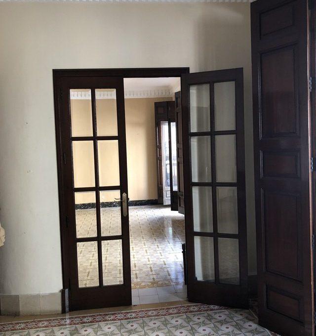 Gran piso en venta con ventanales de madera en centro- habitacion 2