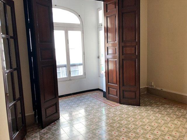 Gran piso en venta con ventanales de madera en centro-habitacion 3