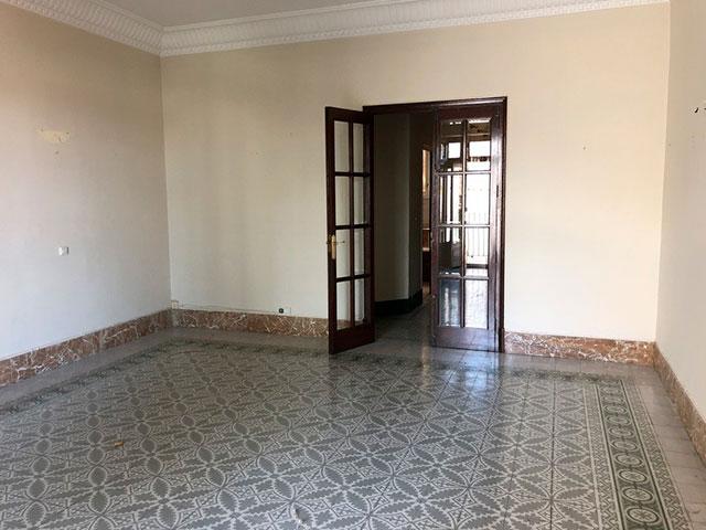 Gran piso en venta con ventanales de madera en centro-habitacion 5