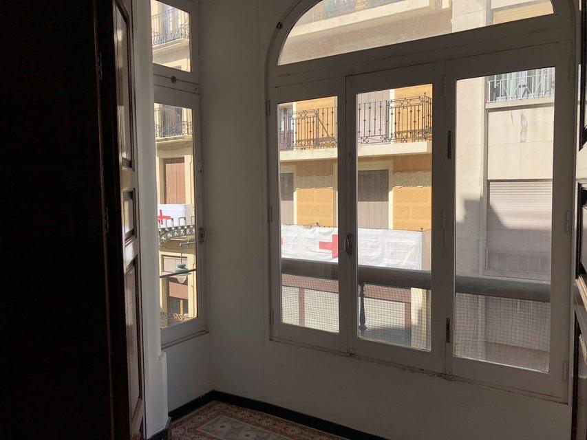 Gran piso en venta con ventanales de madera en centro - ventanales 2