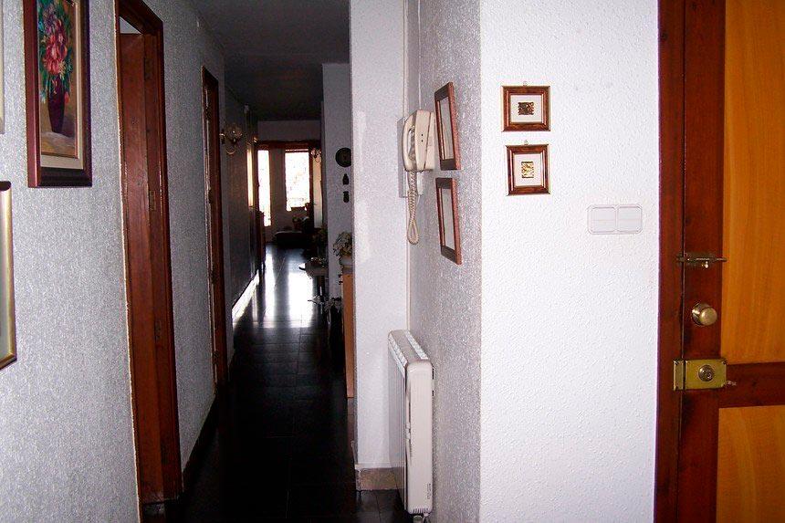 Gran vivienda con agradables vistas en Ensanche-pasillo