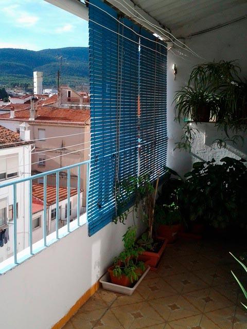 Gran vivienda para reformar en Ensanche-balcon