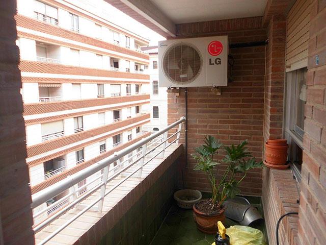 Increíble piso en venta con calefacción de gasóleo en zona Centro-balcon
