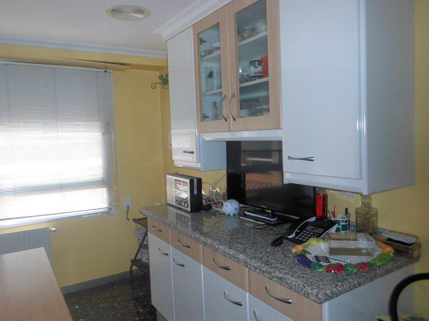 Increíble piso en venta con calefacción de gasóleo en zona Centro-cocina 3