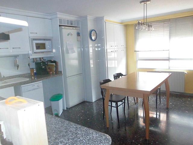 Increíble piso en venta con calefacción de gasóleo en zona Centro-cocina