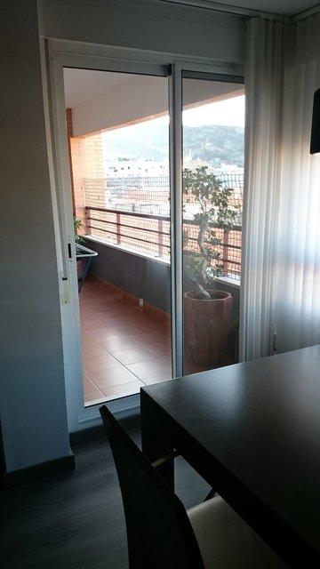 Magnifico piso con preciosa carpintería en Zona Centro-balcon