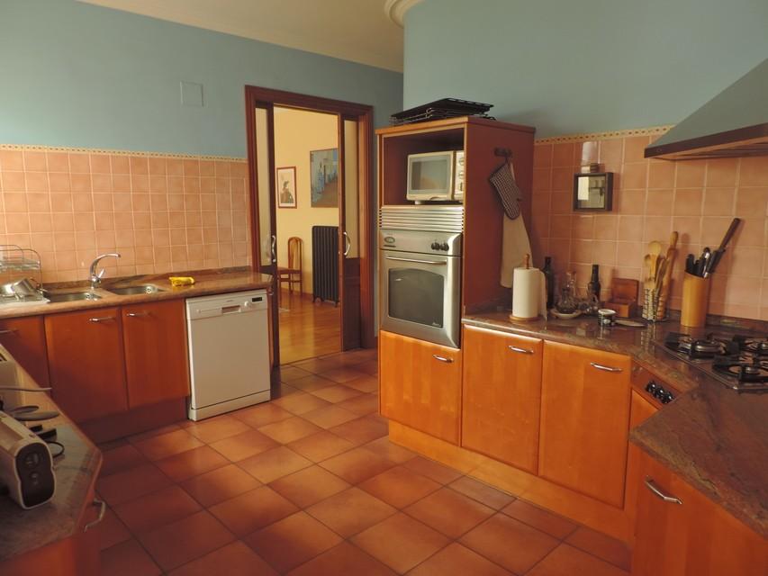 Maravilloso-duplex-de-6-habitaciones-en-Zona-Centro-cocina2