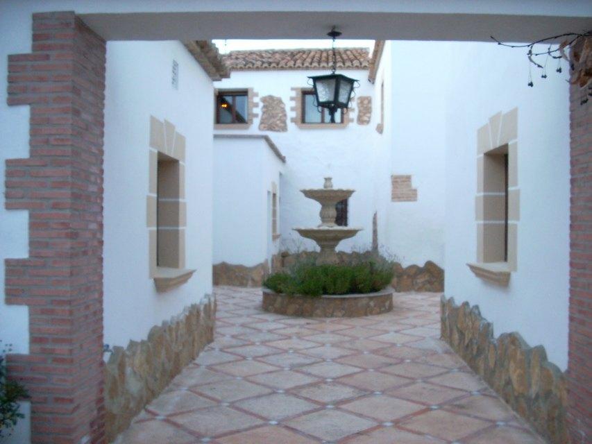 Masía-hotel-rural-en-venta-en-Bocairente-Patio-interior