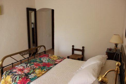 Masía-rústica-en-Estepar-dormitorio-2