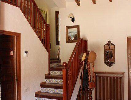 Masía-rústica-en-Estepar-escaleras