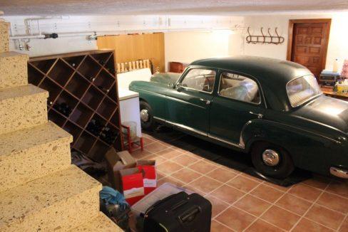 Masía-rústica-en-Estepar-garaje
