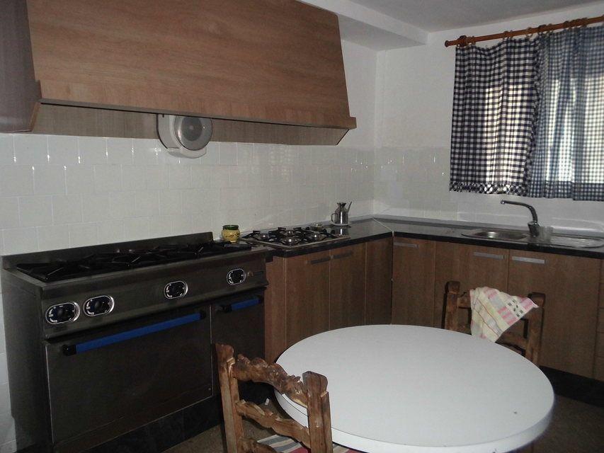 Masía-rústica-en-la-Fuente-Roja-cocina