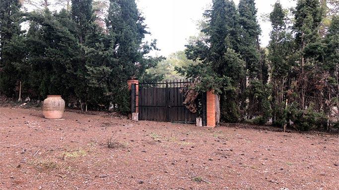 Masía-rústica-en-la-Fuente-Roja-entrada1