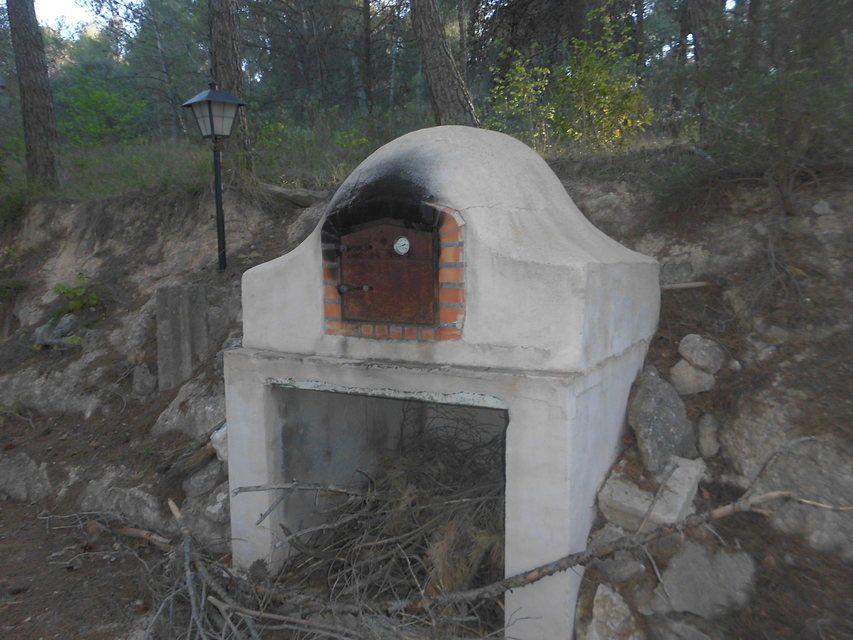 Masía-rústica-en-la-Fuente-Roja-horno