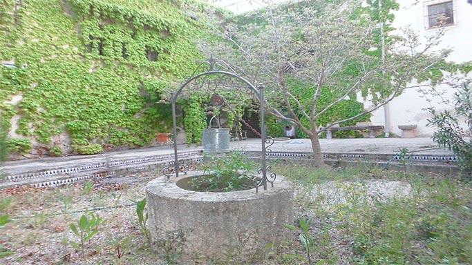 Masía-rústica-en-la-Fuente-Roja-patio-interior1