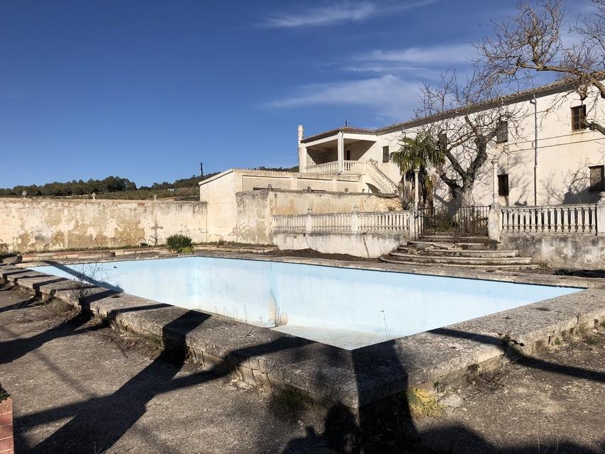 Masia-en-venta-Bocairente-piscina-y-terraza-1