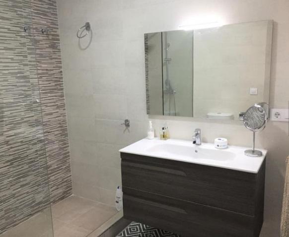 Moderno y bonito piso en pleno centro de Alcoy-banyo