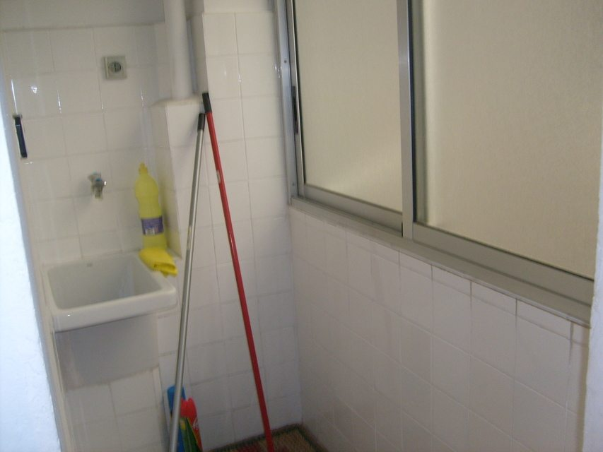 Muy acogedor piso todo reformado en Santa Rosa-armario limpieza