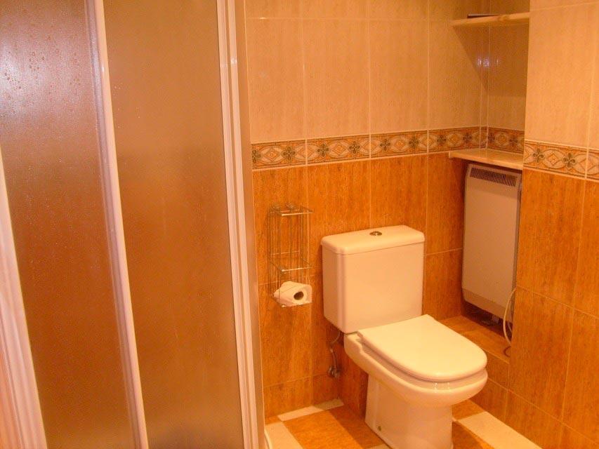 Muy acogedor piso todo reformado en Santa Rosa-banyo 2