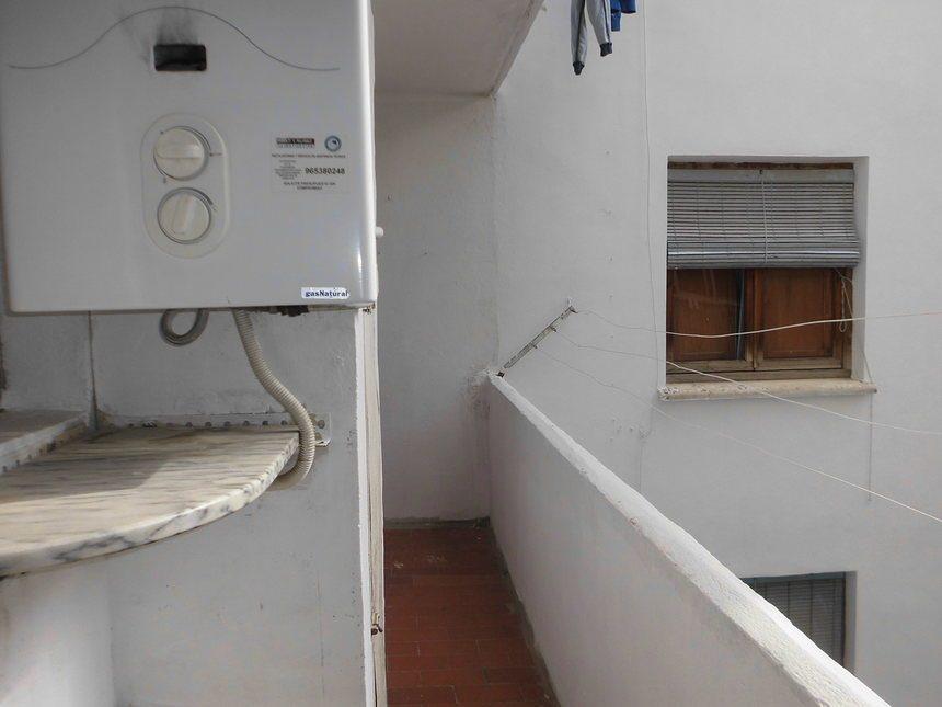 Piso-amueblado-y-equipado-en-Ensanche-balcon