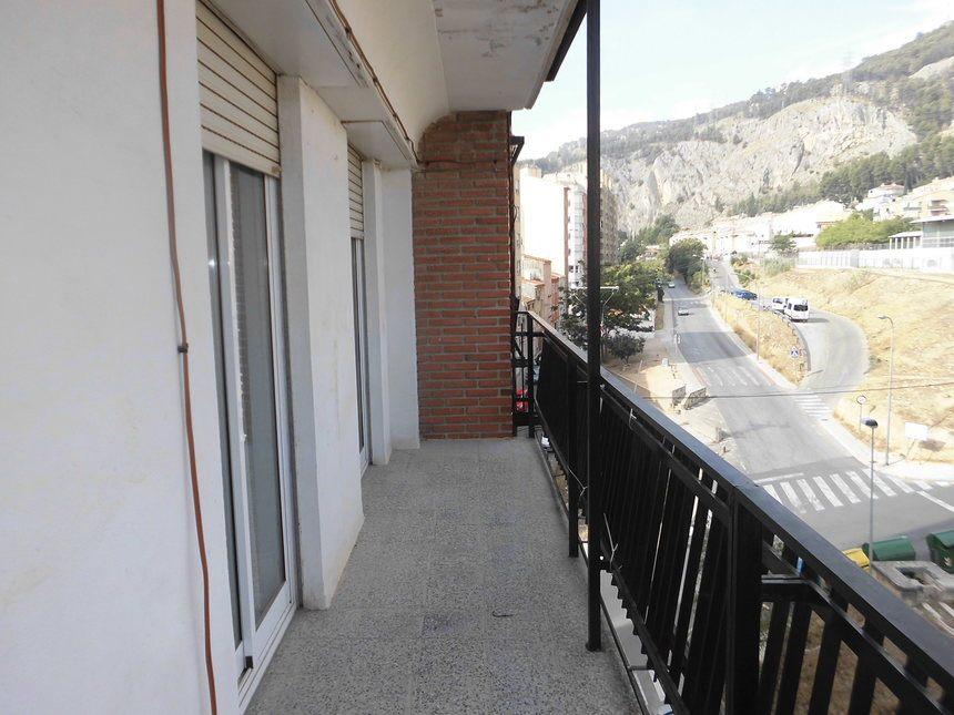 Piso-amueblado-y-equipado-en-Ensanche-balcon2
