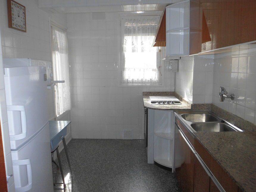 Piso-amueblado-y-equipado-en-Ensanche-cocina