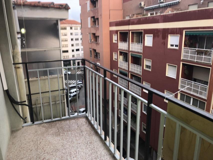 Piso-antiguo-y-acogedor-en-la-zona-de-Santa-Rosa-balcon