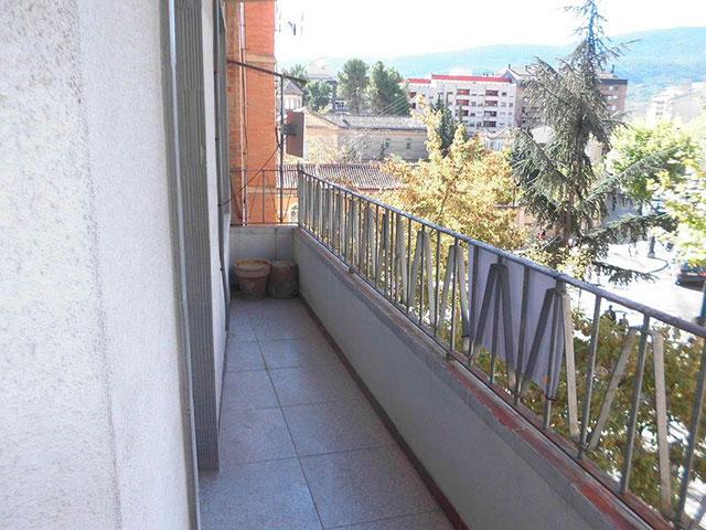 Piso con 4 habitaciones y balcón en Santa Rosa-balcon