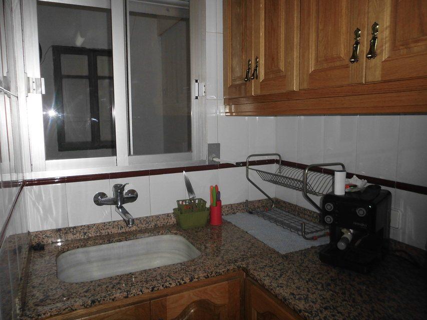 Piso con 4 habitaciones y balcón en Santa Rosa-cocina