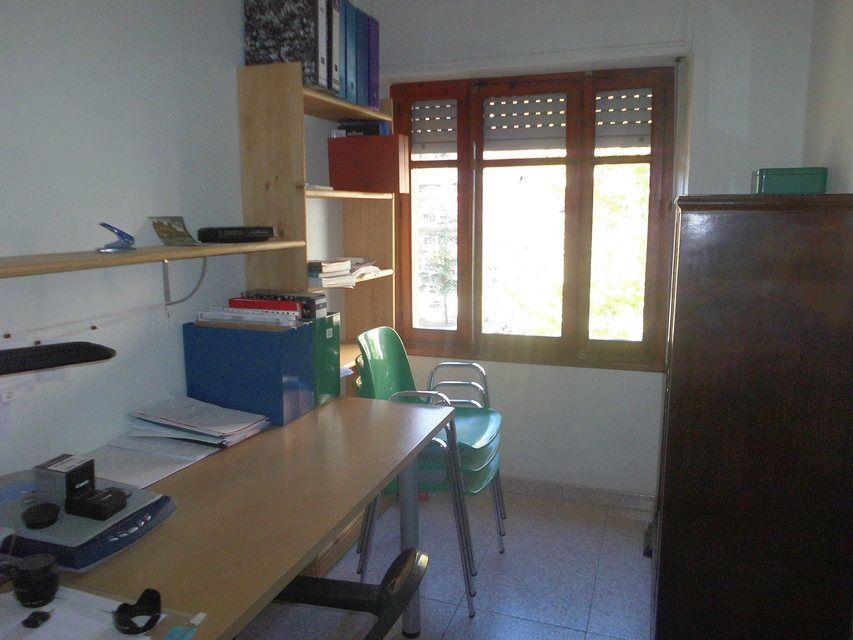 Piso con 4 habitaciones y balcón en Santa Rosa-despacho 3