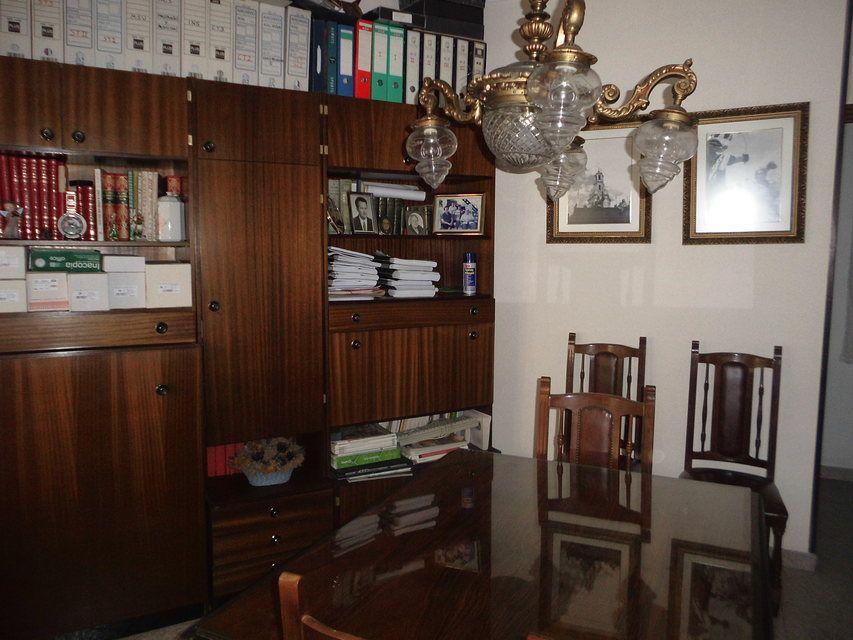 Piso con 4 habitaciones y balcón en Santa Rosa-despacho