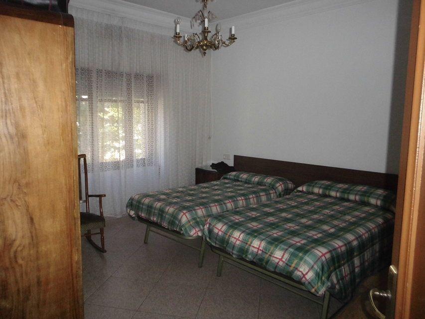 Piso con 4 habitaciones y balcón en Santa Rosa-habitacion