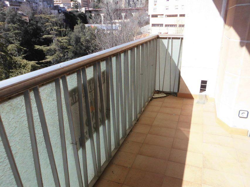 Piso con balcón a la calle en la zona de Santa Rosa-balcon 2