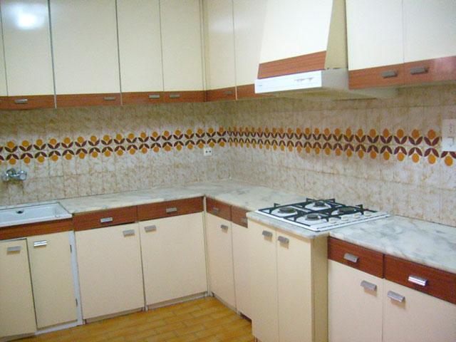 Piso con cocina con patio y galería en Santa Rosa-cocina