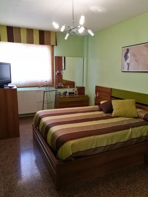 Piso con salón y cocina al balcón en Zona Alta-habitacion2-2