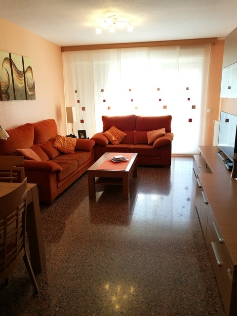 Piso con salón y cocina al balcón en Zona Alta-salon-2