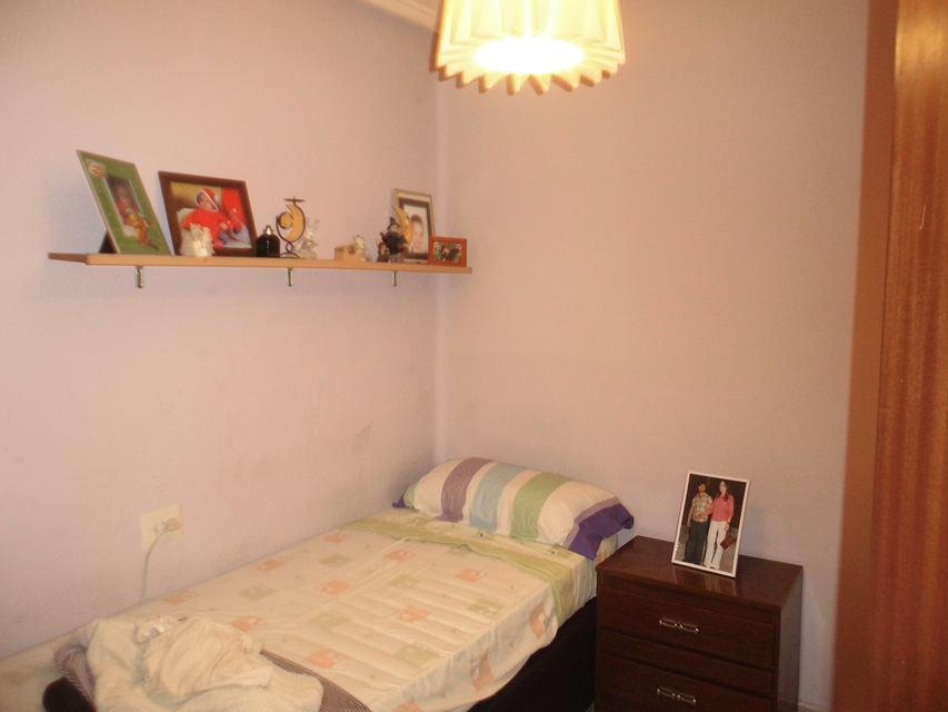 Piso-con-terraza-comunitaria-en-venta-en-la-zona-de-Santa-Rosa-habitacion3