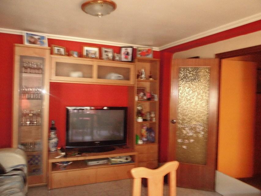 Piso-con-terraza-comunitaria-en-venta-en-la-zona-de-Santa-Rosa-salon