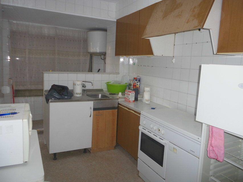 Piso-con-terraza-y-trastero-en-venta-en-la-zona-de-Santa-Rosa-cocina1