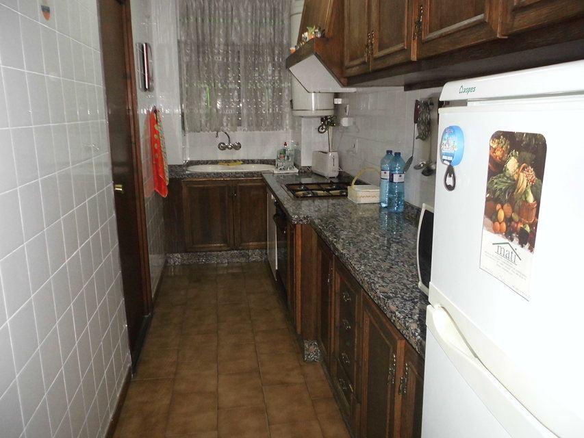 Piso-con-un-patio-bonito-en-la-zona-de-Santa-Rosa-cocina1