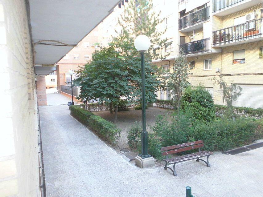 Piso-con-un-patio-bonito-en-la-zona-de-Santa-Rosa-vistas