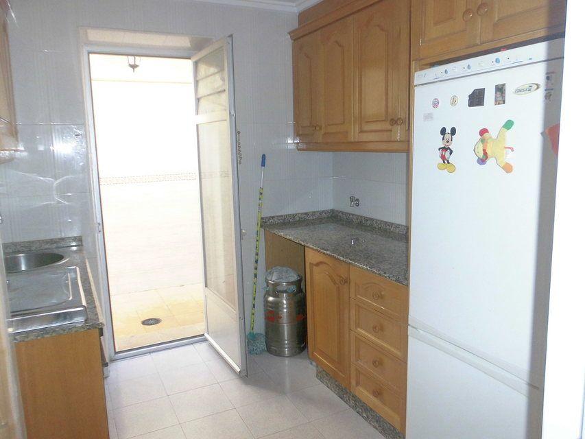 Piso-con-una-bonita-entrada-con-escalones-en-venta-en-Batoy-cocina1