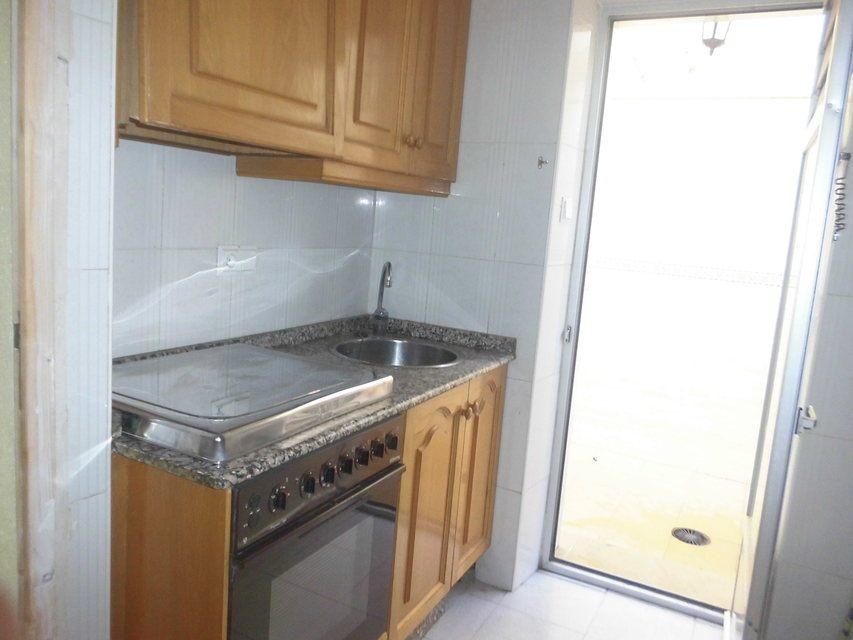 Piso-con-una-bonita-entrada-con-escalones-en-venta-en-Batoy-cocina2
