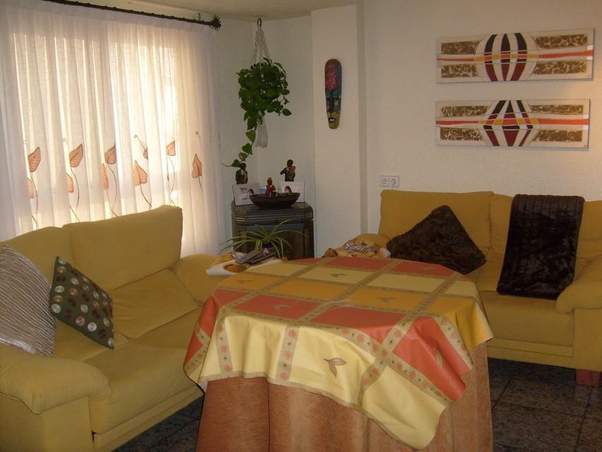 Piso-en-venta-acogedor-con-terraza-comunitaria-en-Santa-Rosa-salon