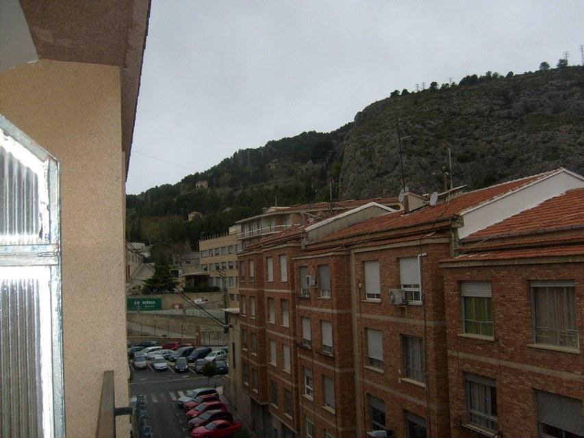 Piso-en-venta-con-2-balcones-y-galería-en-la-zona-de-Santa-Rosa-calle
