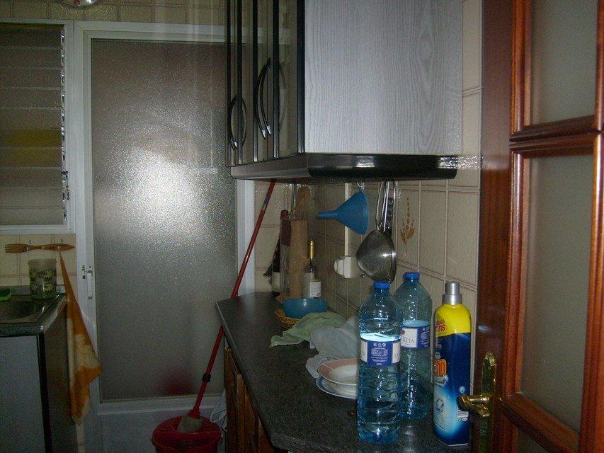 Piso-en-venta-con-2-balcones-y-galería-en-la-zona-de-Santa-Rosa-cocina