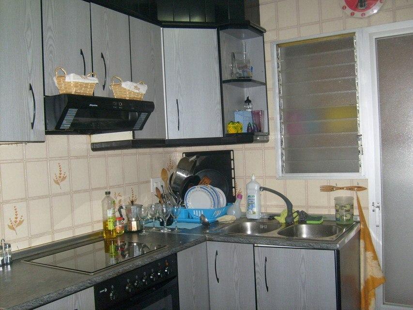 Piso-en-venta-con-2-balcones-y-galería-en-la-zona-de-Santa-Rosa-cocina2