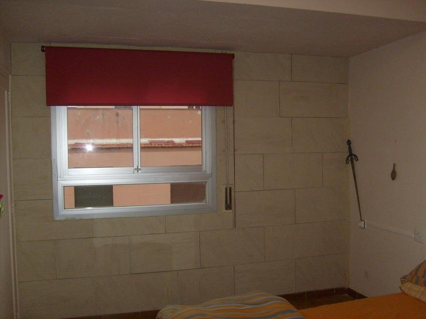 Piso-en-venta-con-2-balcones-y-galería-en-la-zona-de-Santa-Rosa-habitaiocn2
